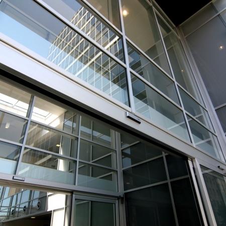 Pintu Otomatis Revolus Apartemen