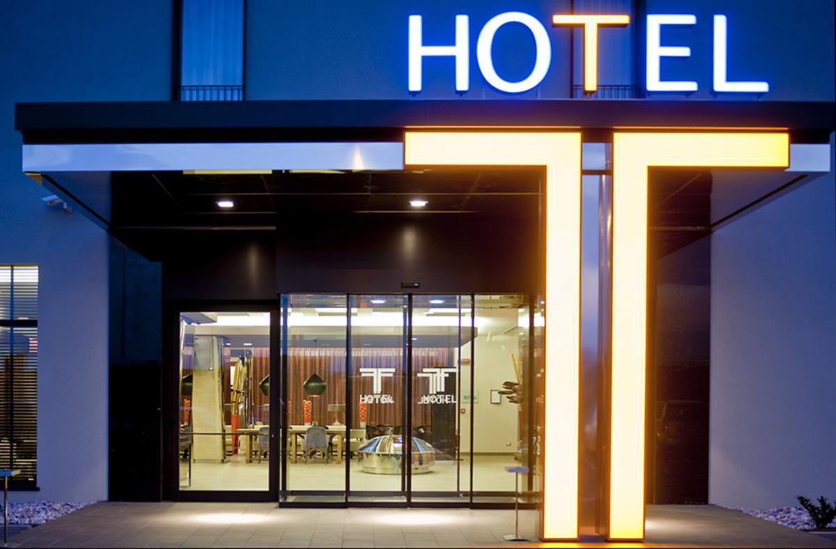 Pintu Otomatis Revolus-T Hotel