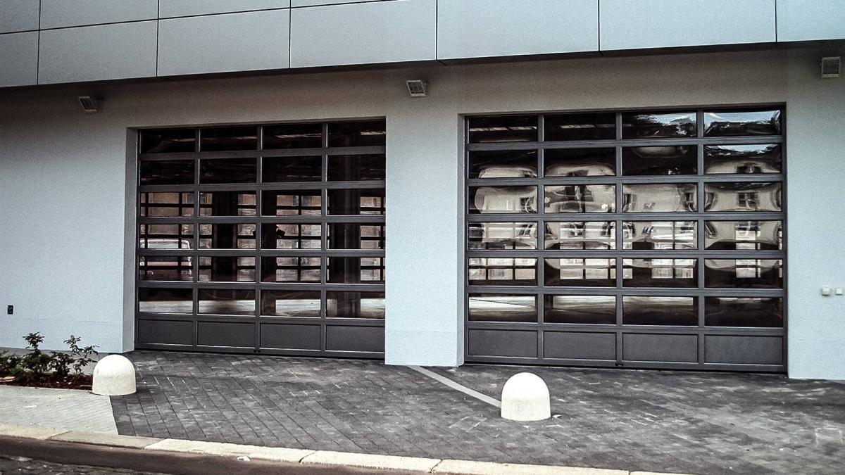 Pintu Otomatis Model Sectional Overhead Door